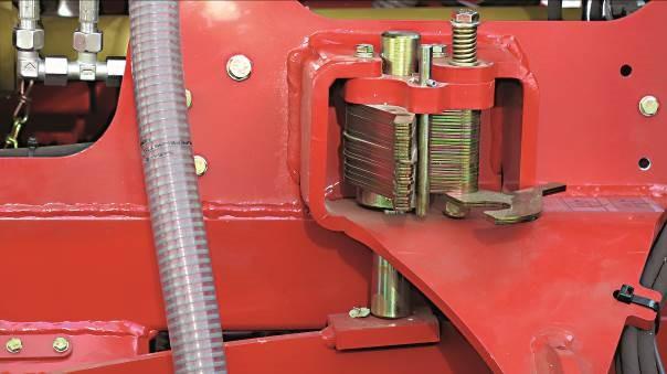 La profondità di semina è regolata senza nessun attrezzo usando una serie di distanziali che controllano la profondità delle ruote.
